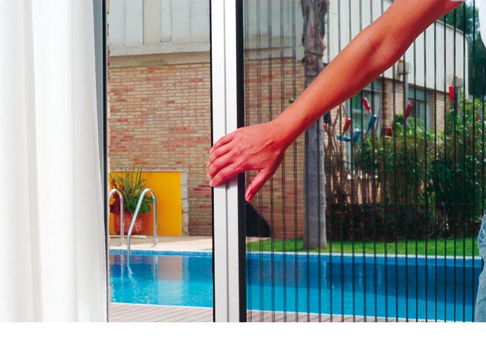 Mosquiteras plisadas o laterales decompacto for Cortina mosquitera puerta