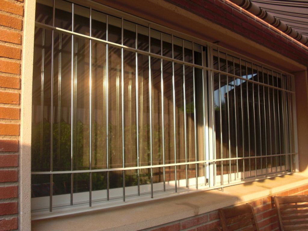 Rejas para las ventanas una puerta exterior hierro - Puertas de hierro para exterior ...